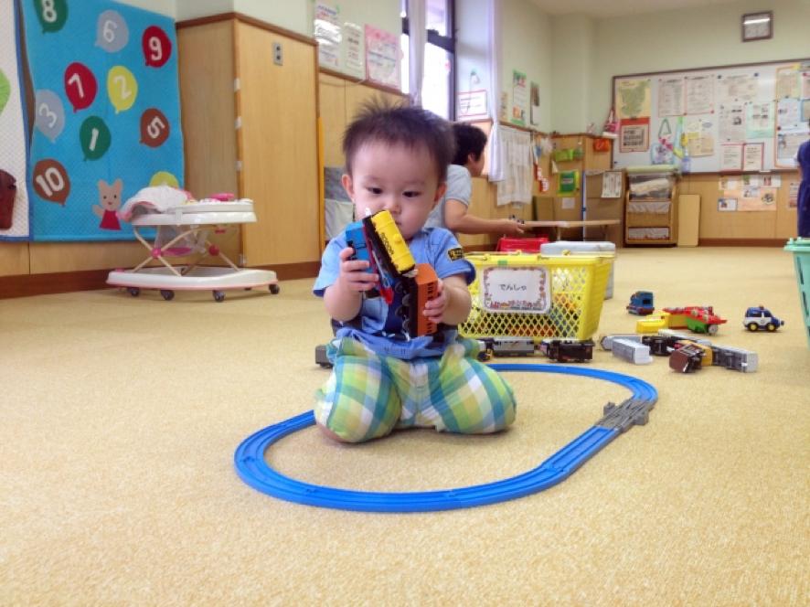 子供電車遊び