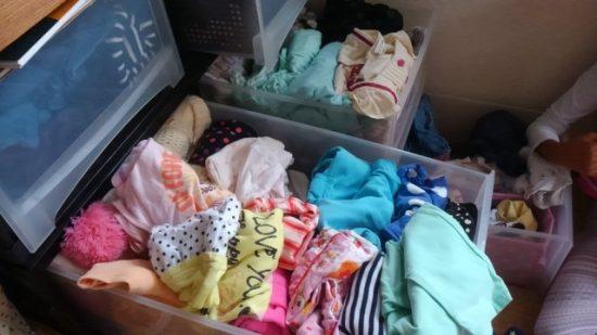 服が山積み