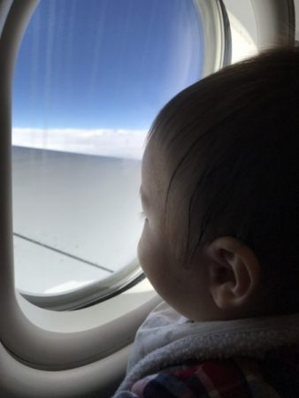 赤ちゃんと飛行機